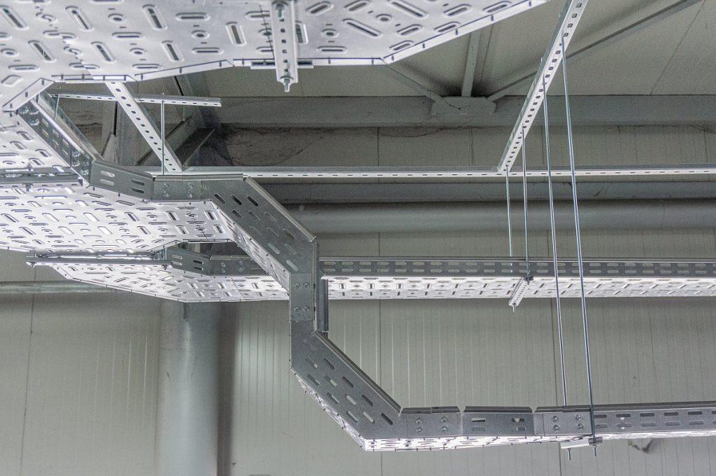 Jgheab metalic cabluri electrice 108